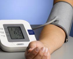 Как правильно измерять артериальное давление электронным тонометром?