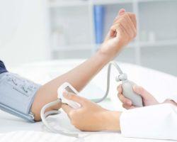 На какой руке правильно измерять артериальное давление?