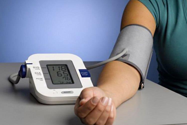 Когда и как правильно измерять артериальное давление электронным тонометром