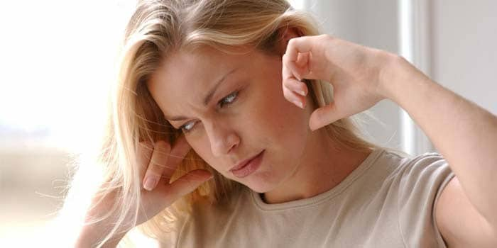 При каком давлении артериальном атмосферном закладывает уши